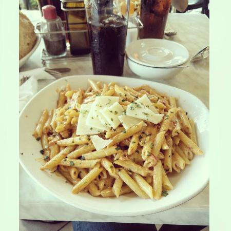 Summer Nights Pub and Grill: Red pesto pasta.. Delicious!