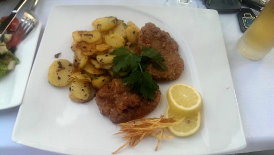 Restaurant Alt Gudingen Wiener Schnitzel With Baked Potatoes Real Veal