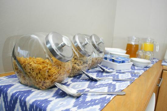 b@Home Guesthouse: Buffet Breakfast