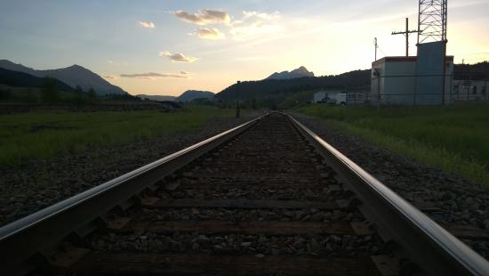 Country Encounters Accommodations : Trains,Views and Sunsets