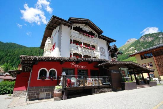 Della Villa Restaurant