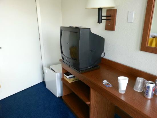 Budget Inn Yakima: small refrigerator and small TV