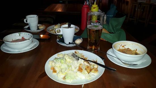 Shamrock Irish Bar: Салат был горький