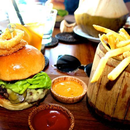 Potato Head Beach Club Kerobokan Zdjęcie Wagyu Burger At Potatohead Beach Club In Bali