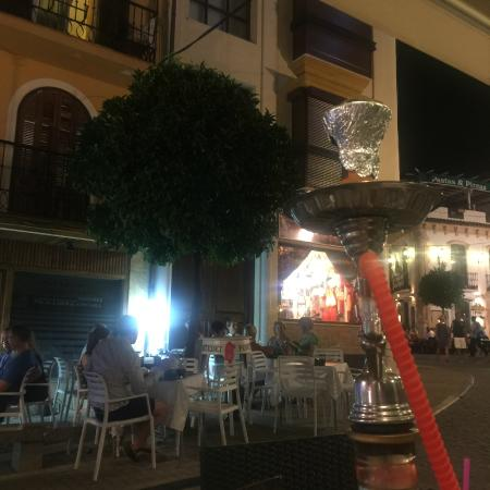 Cortes Cafe Marbella: shisha and the street :)