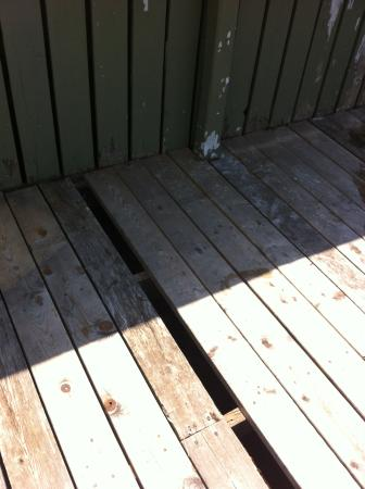 Avonlea Cottages: Missing pool deck boards