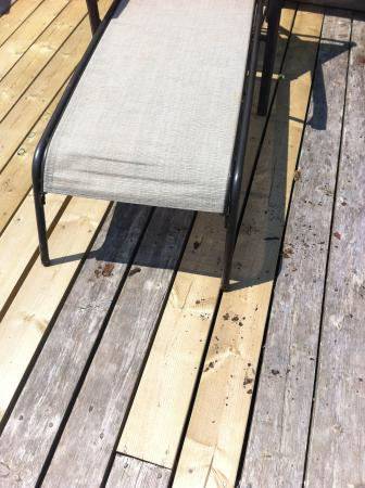 Avonlea Cottages: rust on the deck from the chairs
