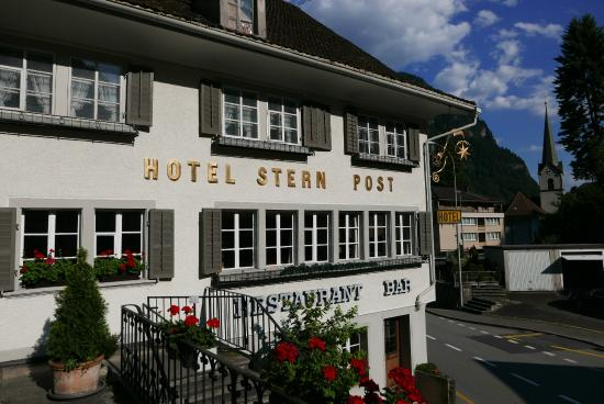 Hotel Stern & Post: Lots of traffic on this road during the summer due to many traveling through to the Gotthard pas