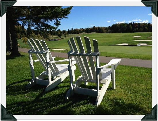 Mill River Golf Course - Rodd Mill River Resort: Enjoy the view at #18