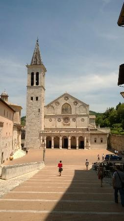Spoleto, Italie : La piazza ed il duomo