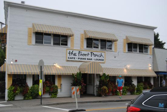 The Front Porch Piano Bar & Restaurant : Right in the heart of Ogunquit! Can't miss it!