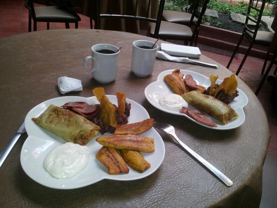 Hotel Casa Bella: breakfast