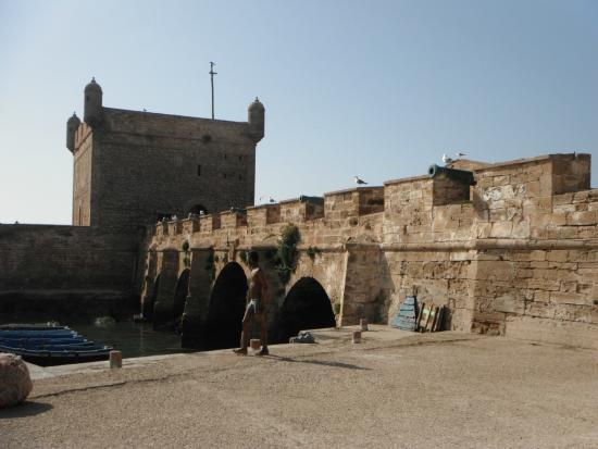 the ramparts of essaouira - photo #17