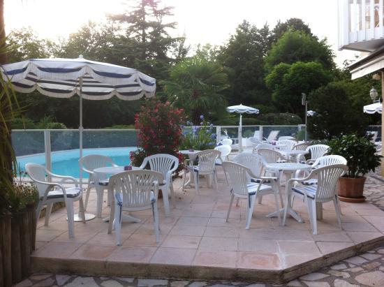 Le Relais de Farrou: The terrace of the bar