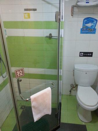 7 Days Inn (Guangzhou Tianhe East) : shower