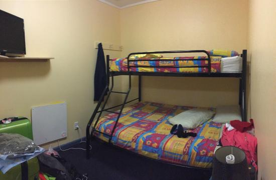 Archies Bunker Backpackers: room
