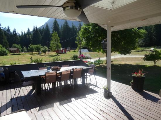 Bella Coola Eagle Lodge: ...the terrace with BBQ facilities...