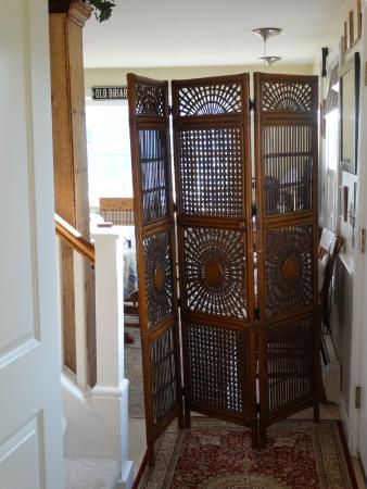 Appleyard: Creepy room divider in front hall the owners startle you from