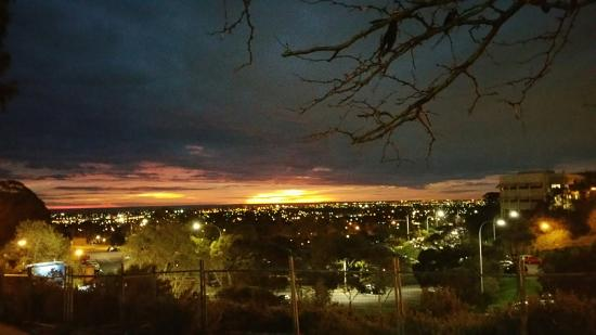 ‪‪Bedford Park‬, أستراليا: From Flinders university looking the Adelaide city on sunset‬