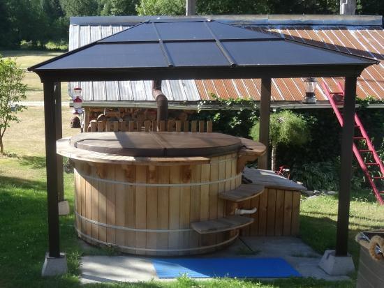 Bella Coola's Eagle Lodge: ...Eagle Lodge facilities...including a nice worm bath...