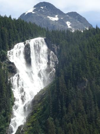Bella Coola's Eagle Lodge: ...odegaard falls upper part...40 km from Bella Colla...worth to go and take some images for fri