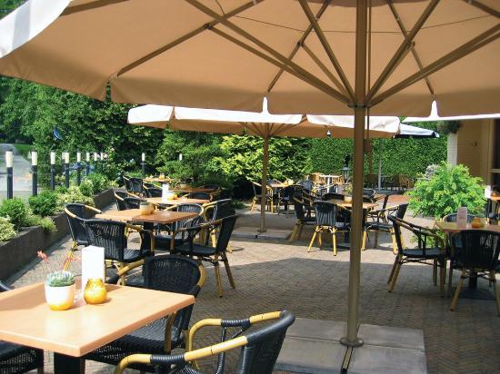 Fletcher Hotel-Restaurant De Grote Zwaan: Terras