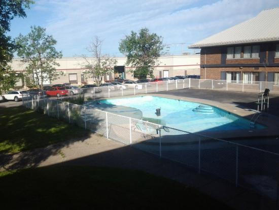 Travelodge Hotel Montreal Airport : Piscine sans eau