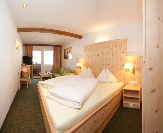 Doppelzimmer zirbe bild von hotel berghof bad for Hotelzimmer teilen