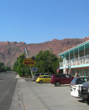 Apache Motel: Fabulous sign!