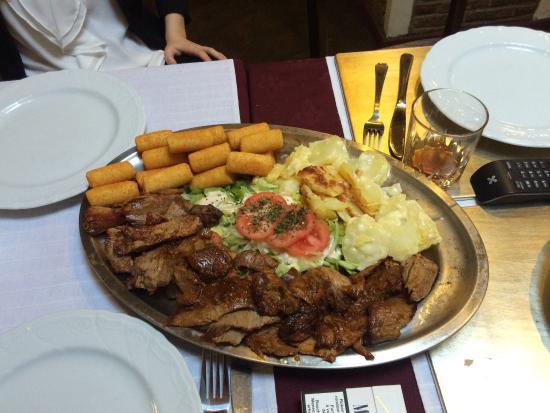 Restaurant Athena: Terrasse, fruits de mer, plateau du chef