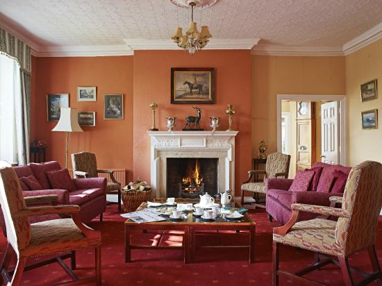 Corse Lawn House Hotel: Drawing Room