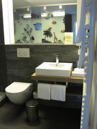 Landgasthof Halbinsel Au: Modern bathroom