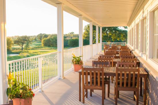 Cottage Grove, WI: Outdoor Patio & Dining Space