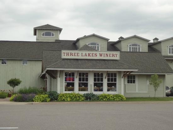 Three Lakes Winery: La fora