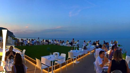 La terrazza al tramonto - Picture of La Torre Ristorante, Numana ...