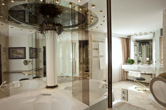 Hotel Bayerischer Hof: Suite Badezimmer