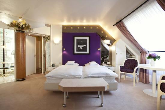 Hotel Bayerischer Hof: Suite Schlafzimmer