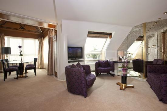Hotel Bayerischer Hof: Suite Wohnzimmer