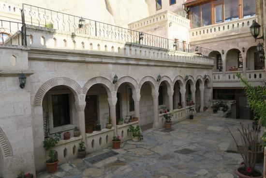 Nature Park Cave Hotel: Courtyard