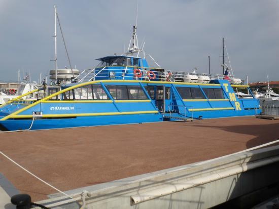 bateau bleu picture of les bateaux de saint raphael saint raphael tripadvisor. Black Bedroom Furniture Sets. Home Design Ideas