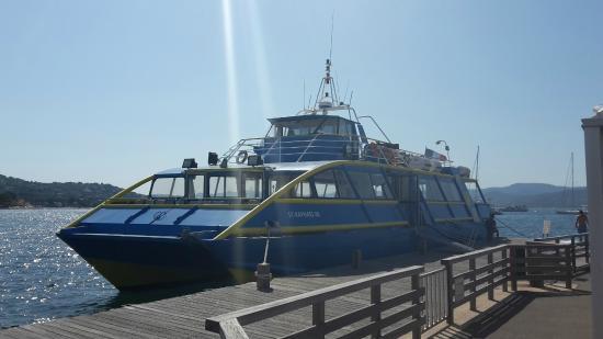 Les Bateaux de Saint-Raphaël : Le bateau au départ du port de St-Tropez