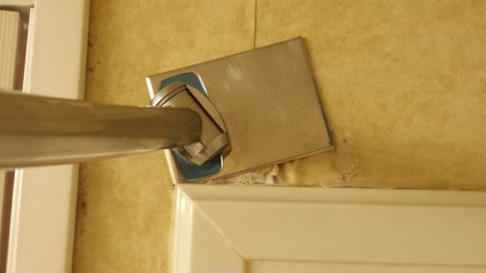 Wingate by Wyndham West Monroe: Shower curtain rod