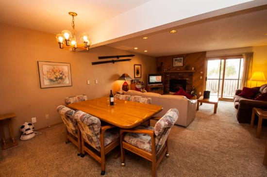 Snowdance Condominiums at Keystone: Dining table for 6