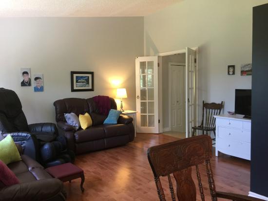 Academy Bed & Breakfast: Sitting / TV Room