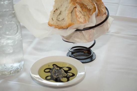 Ocean Rose Inn: Turtle Soup Restaurant Bread Service