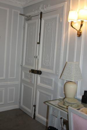 Hotel Saint-Jacques: Door of Room 10