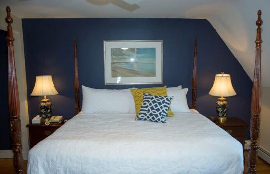 Ocean Rose Inn: Victorian King - navy accent wall