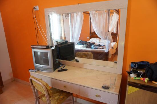 Cleopatra Hotel Luxor: Ignore my mess we were packing. This vanity/ desk was great!  You can see how spacious the rooms