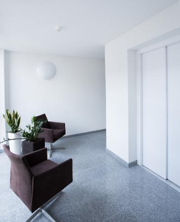 Hotel Rose: Hotelflur mit Lift