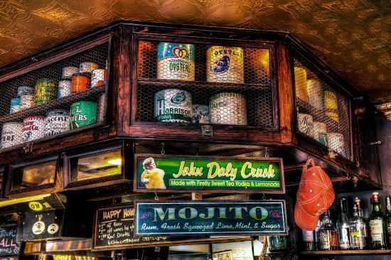 Mama's on the Half Shell: Mama's Bar